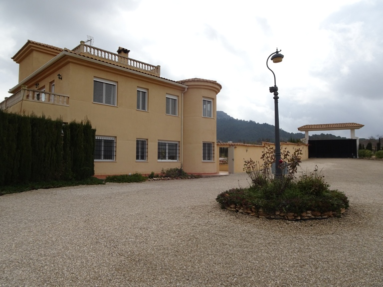 5 bed Country Property in Elda - Country image 3