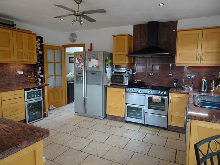 5 bed Country Property in Elda - Country image 6
