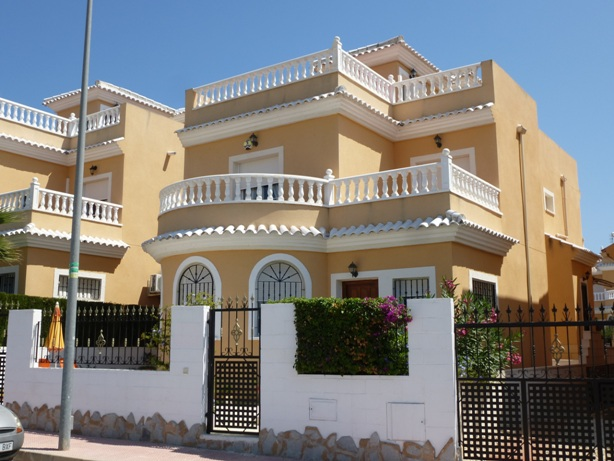 Buy New Build Apartment in Torrevieja, Alicante