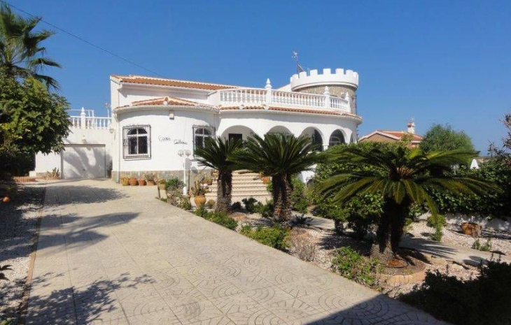 To Buy Cheap Apartment in Moraira, Costa Blanca North.